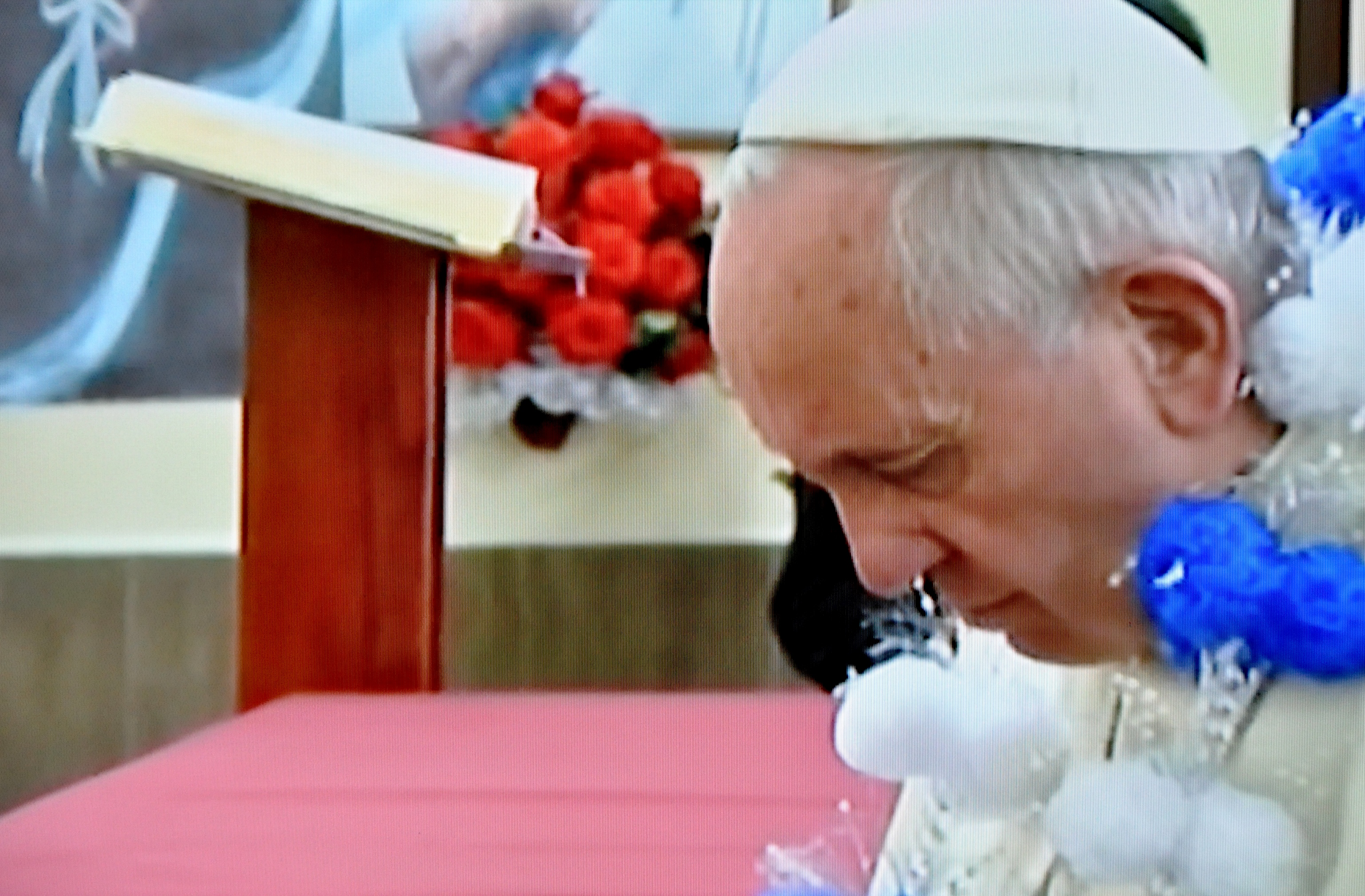Pope Francis in Quito with thesister of Charity