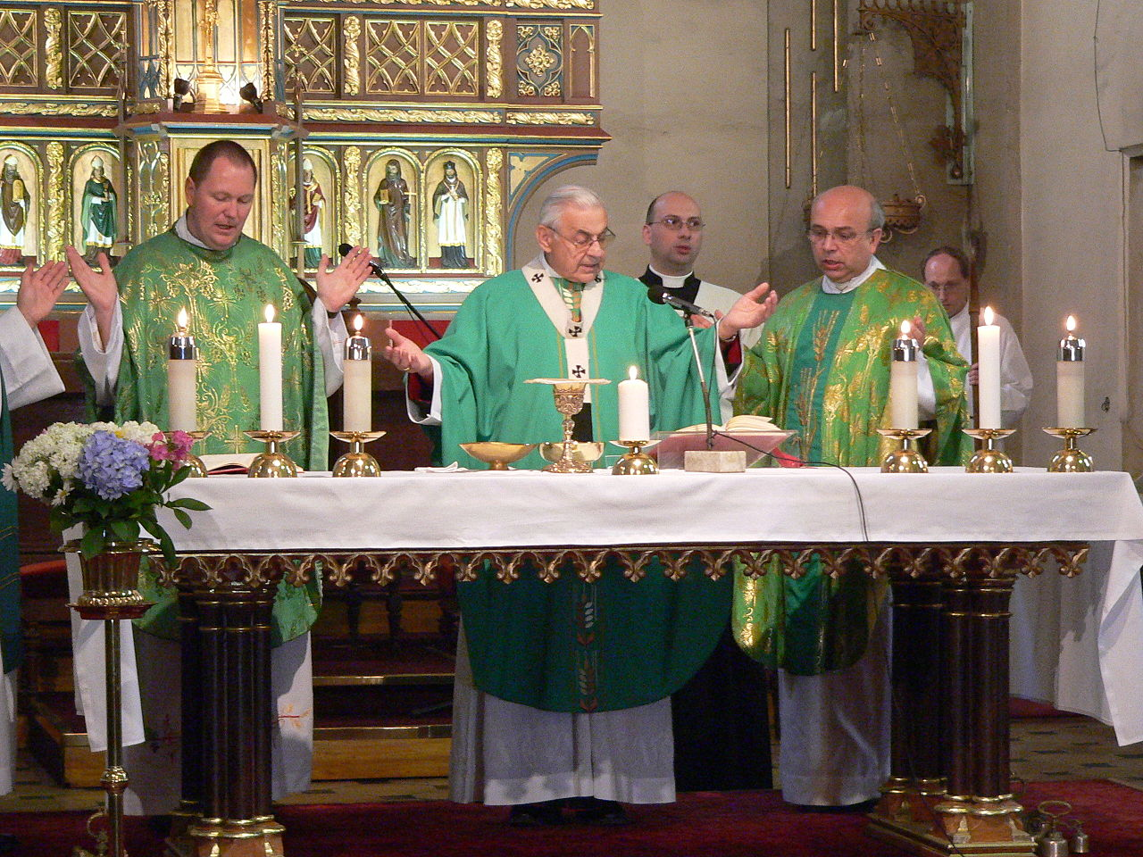 Holy Mass celebrated by Cardinal Miloslav Vlk during the International Youth Congress of Esperanto in the St. Anthony the Great Church