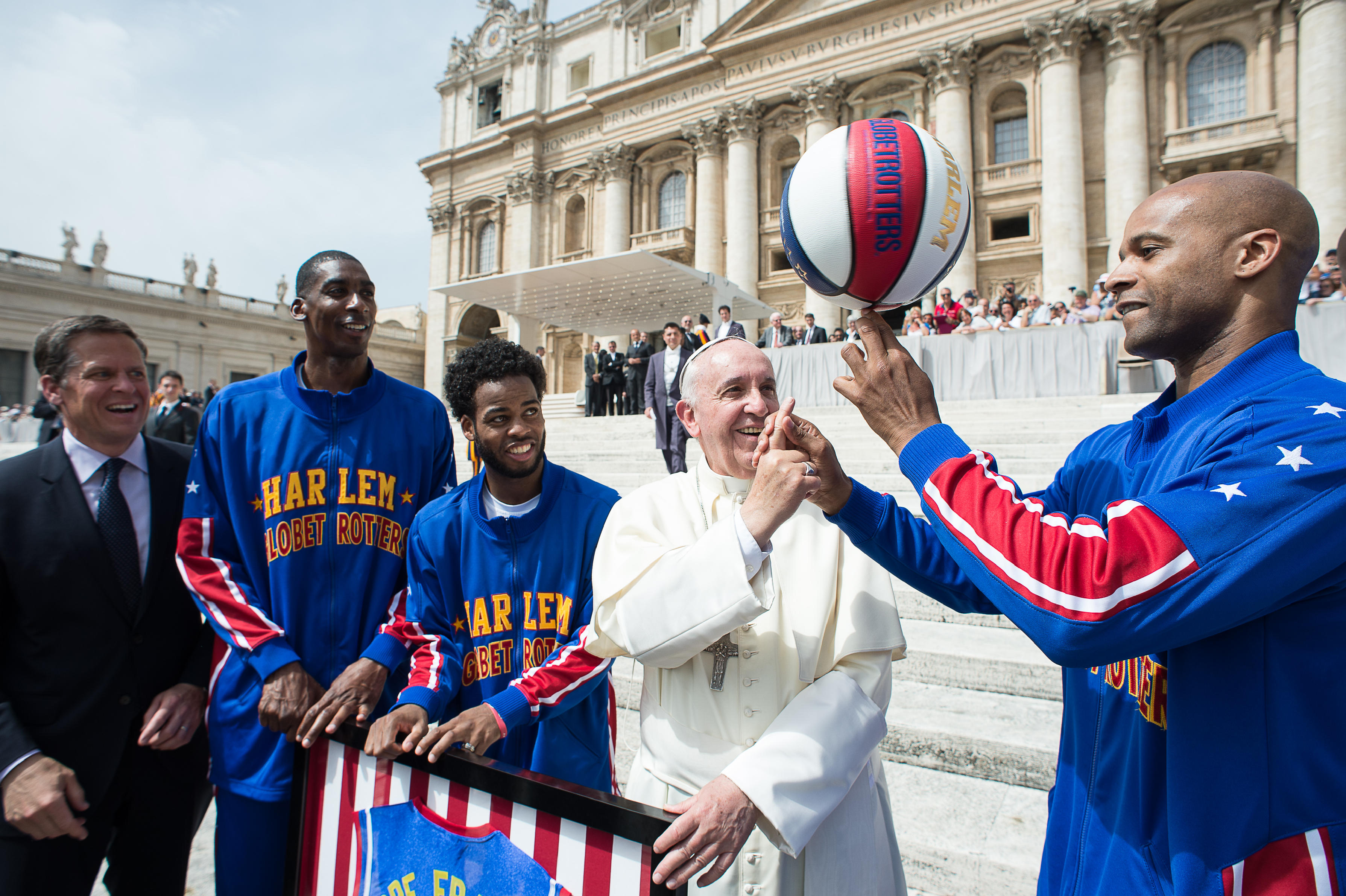 Pope Francis meets the Harlem Globetrotters at the end of the General audience of Wednesday