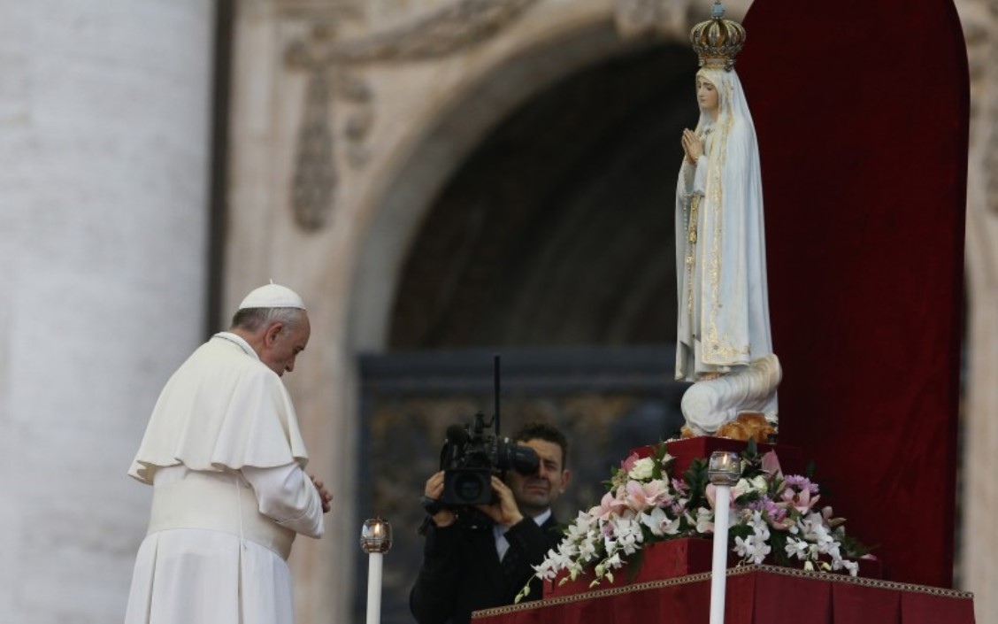 Pope Francis praying in front of Our Lady of Fatima statue