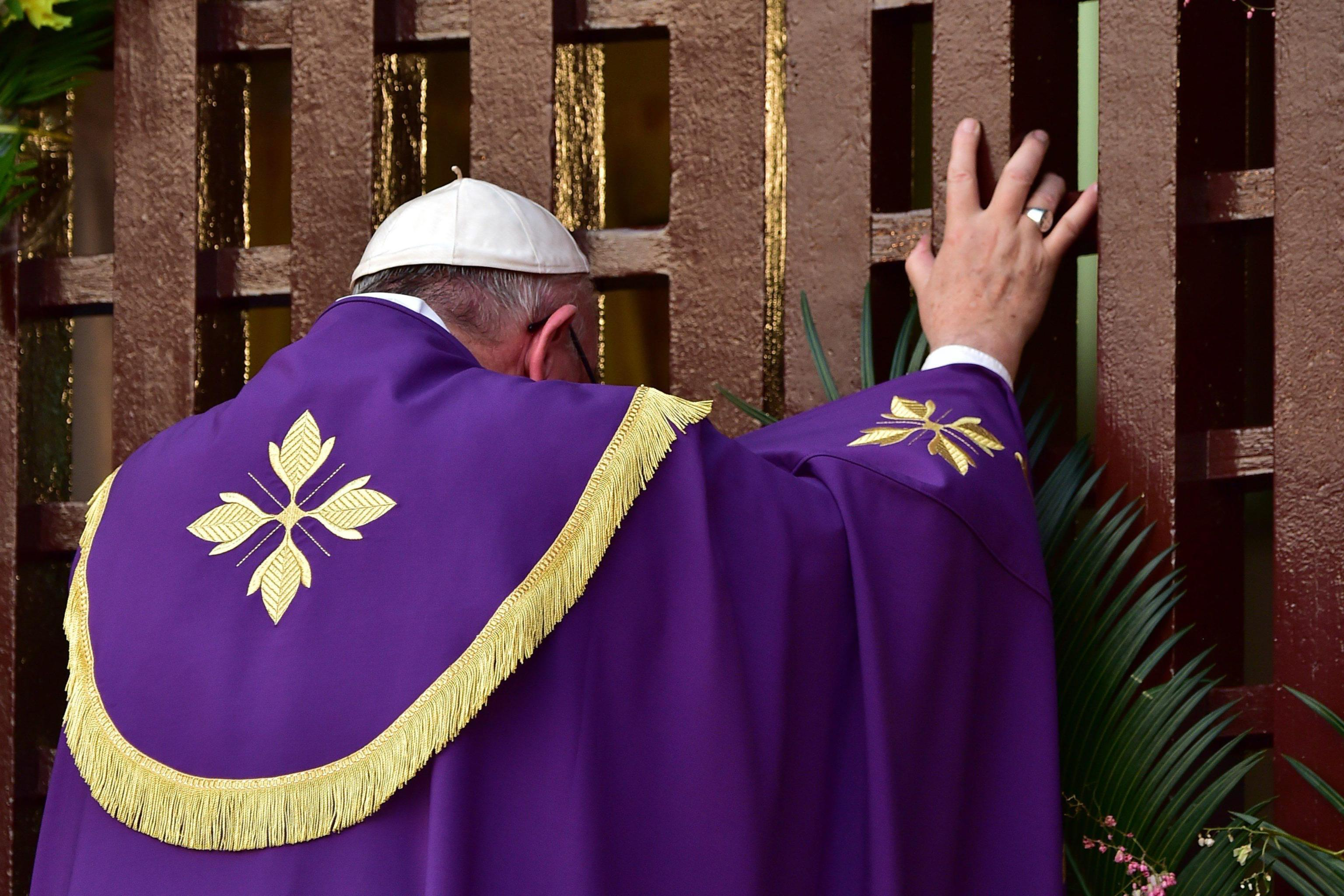 Pope Francis opens the Holy door at Bangui Cathedral