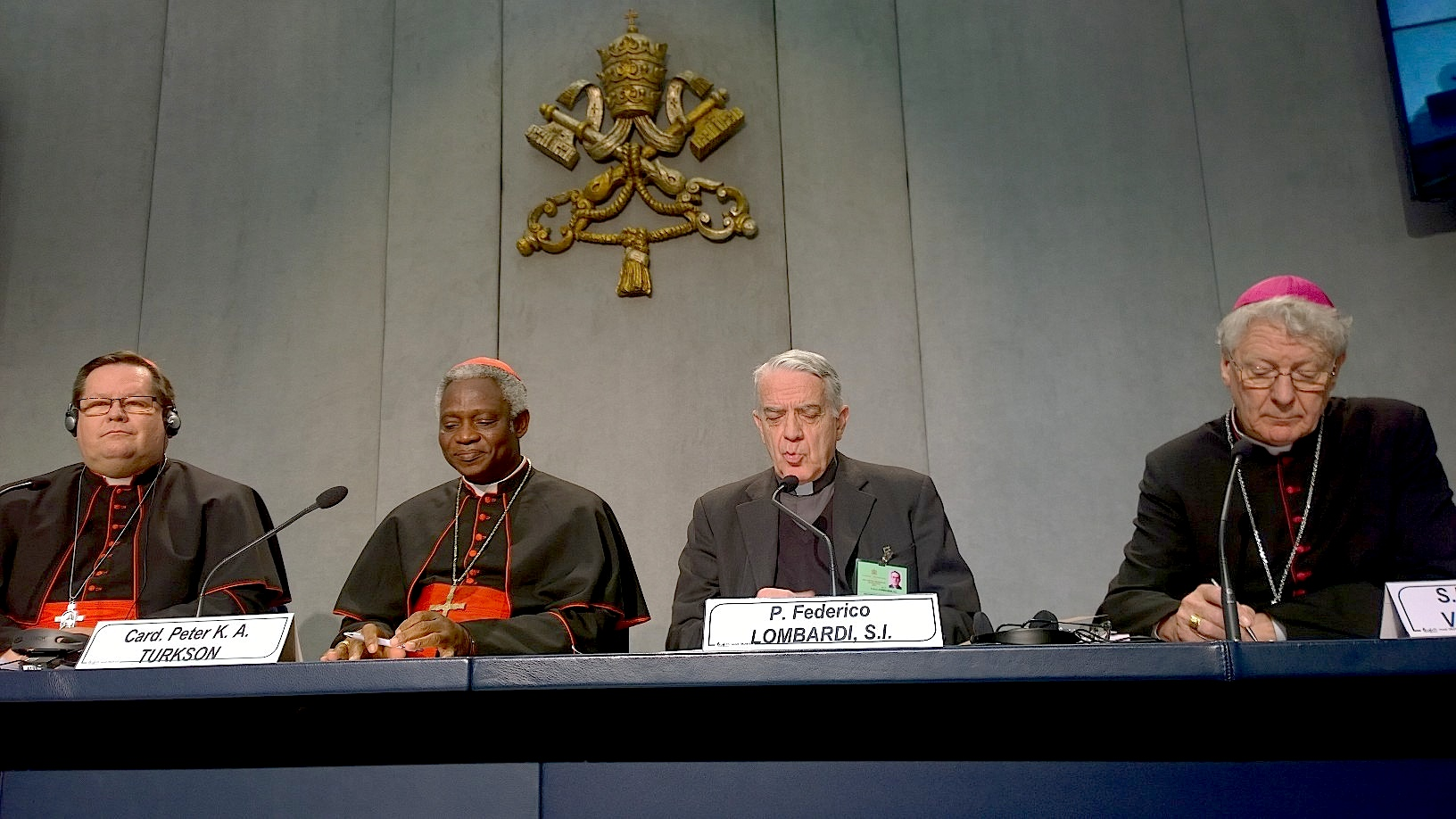 Briefing day 3 of the Synod - Mons. Piñeiro Garcia Calderón - Mons. Laurent Ulrich - Mons. Charles Chaput
