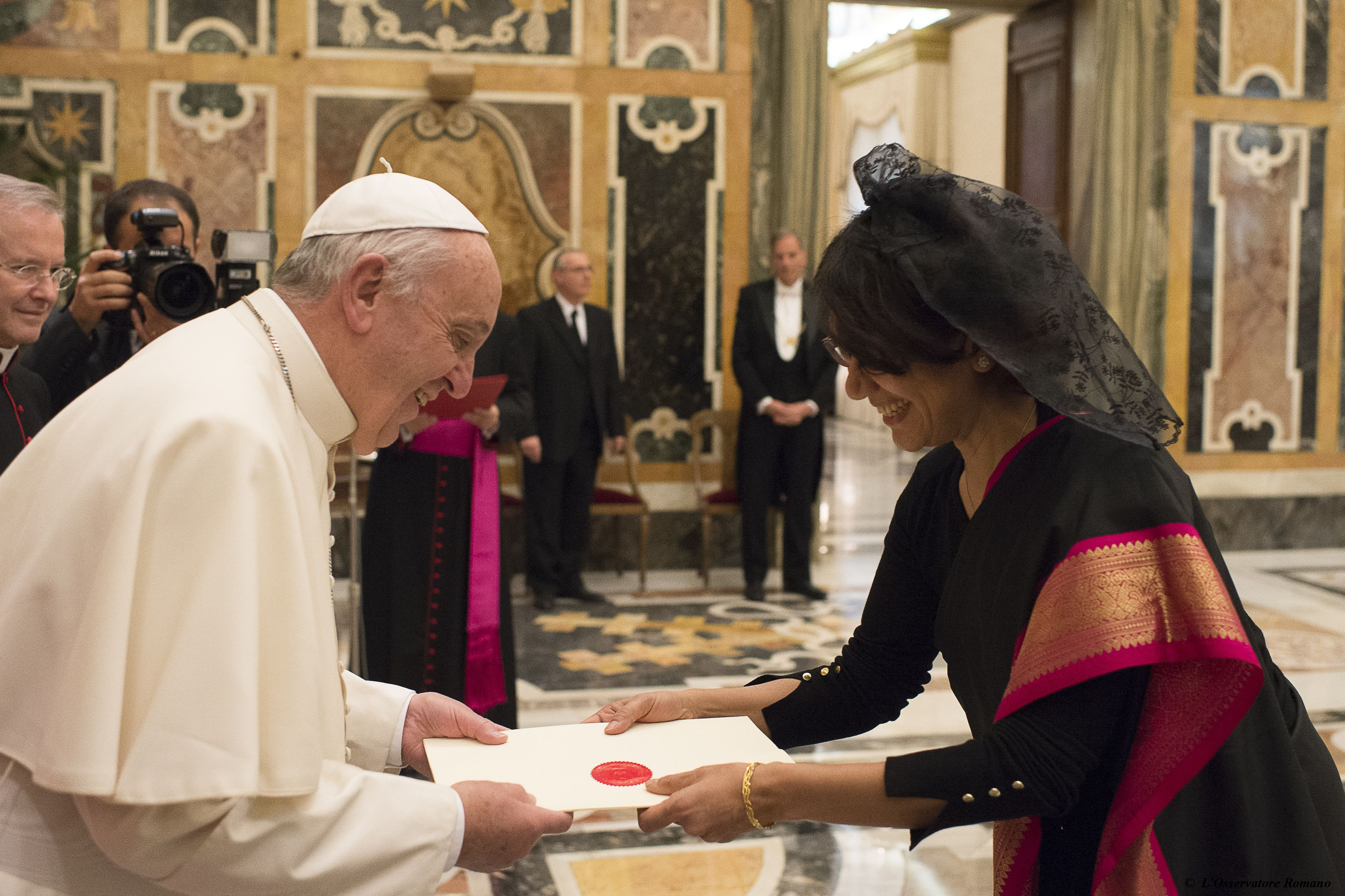 Pope Francis receives credential letters of new ambassador at the Holy See