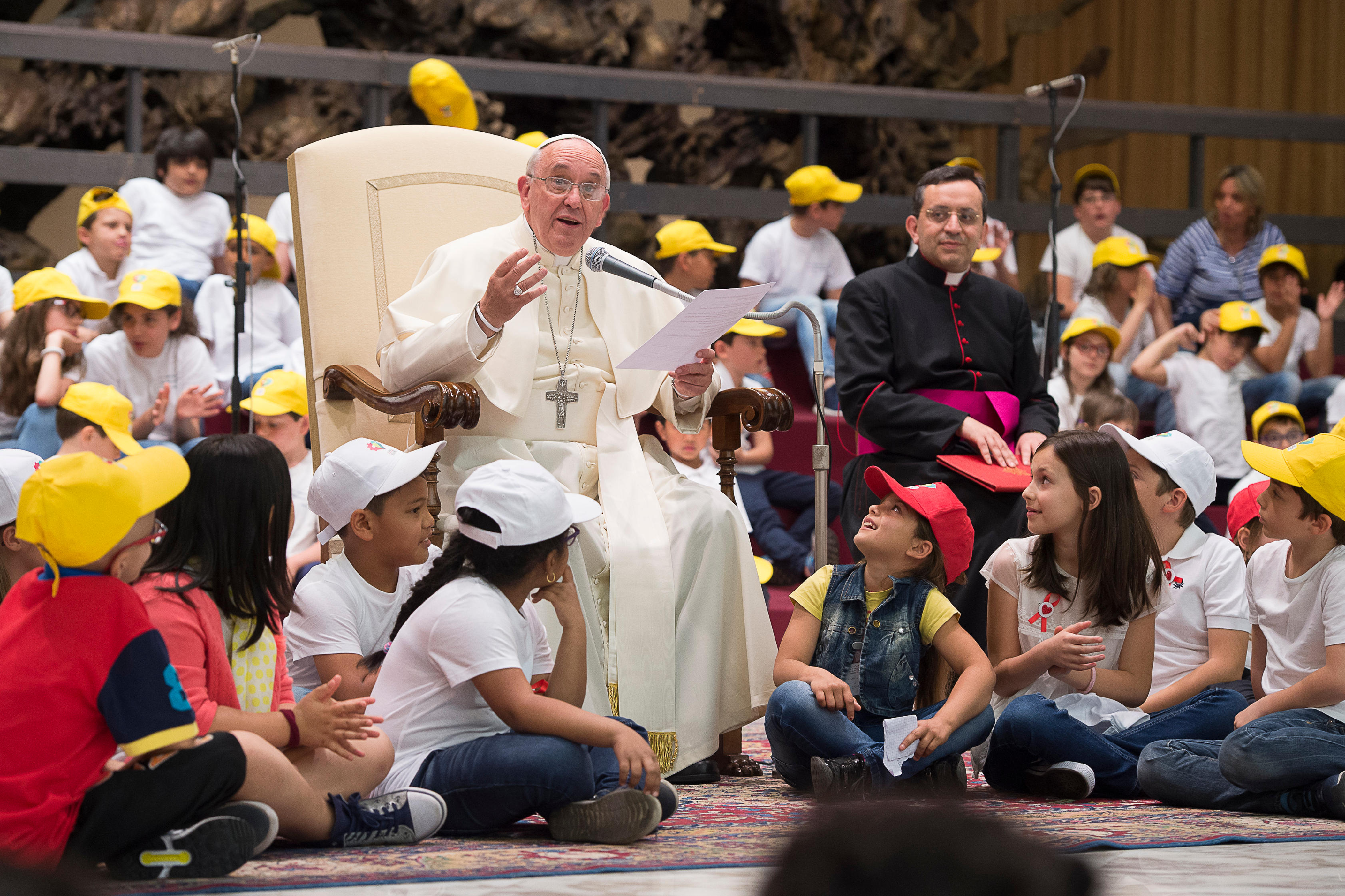 Pope Francis with a children in Paul VI room