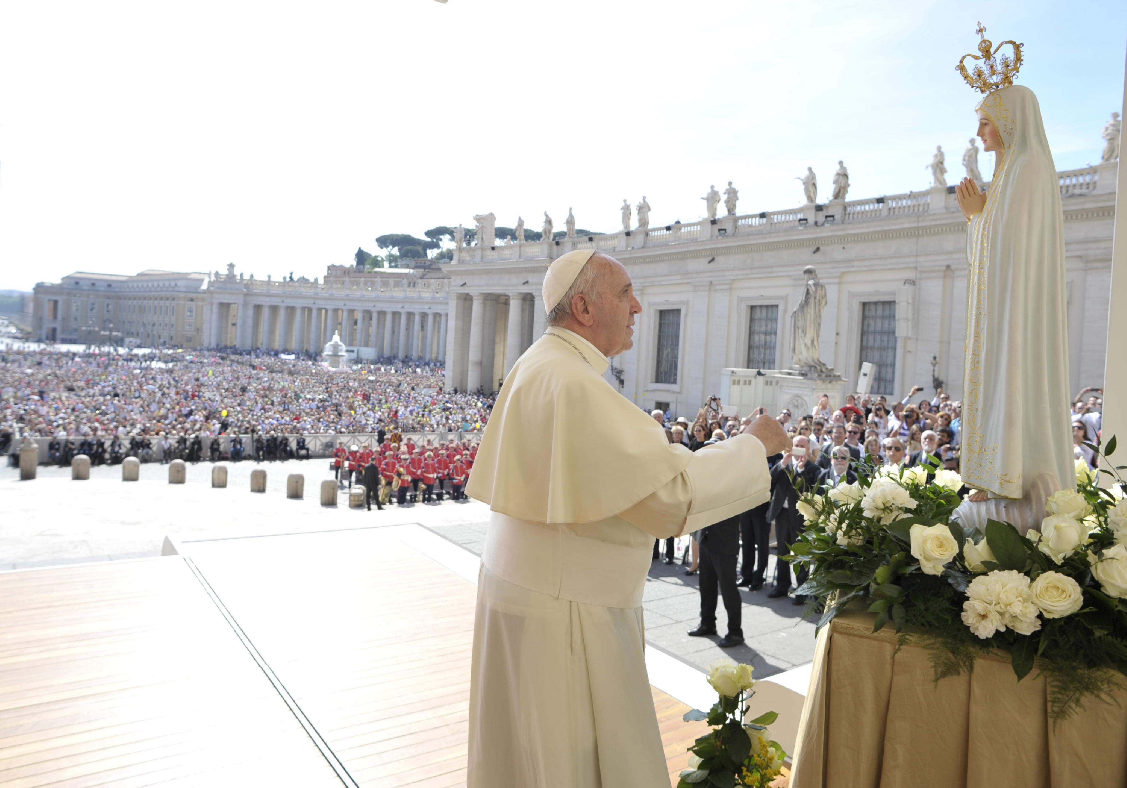 Pope Francis in front of a statue of Our Lady of Fatima during the General Audience of Wednesday 13th of May 2015