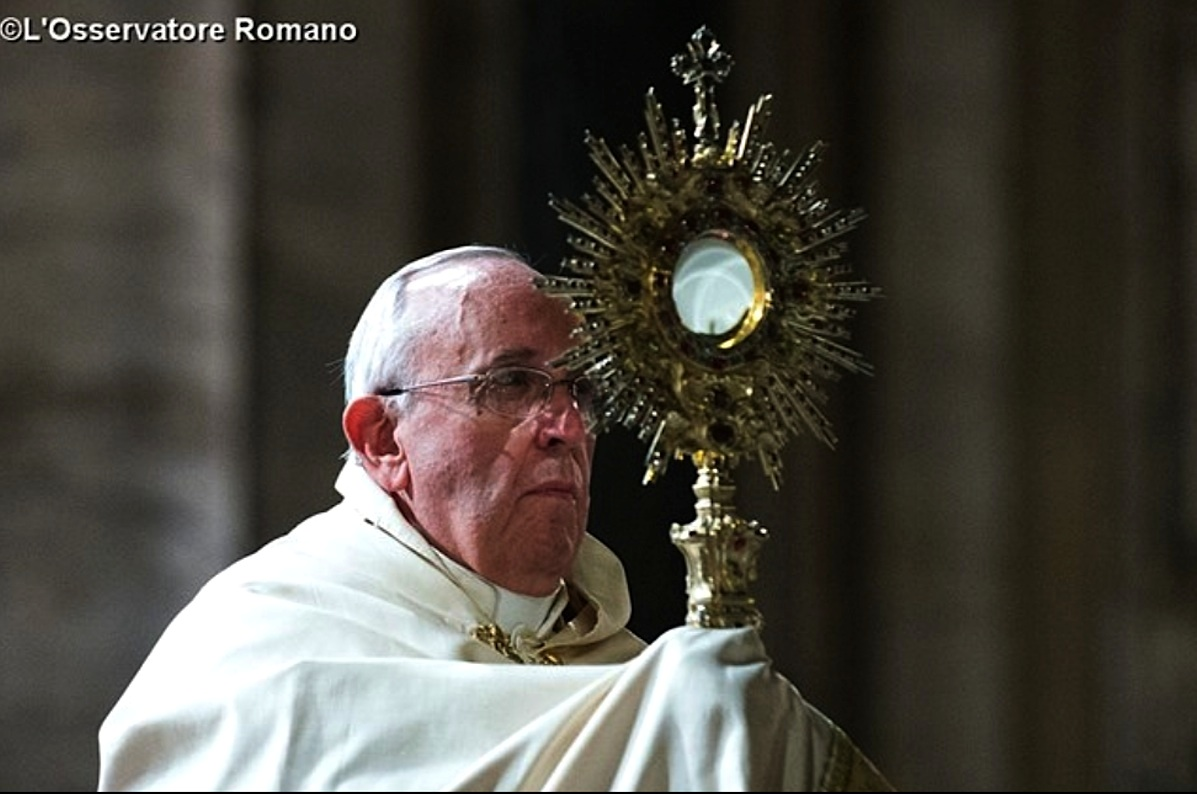 Francis pope in the procession of Holy Sacrament (archive)