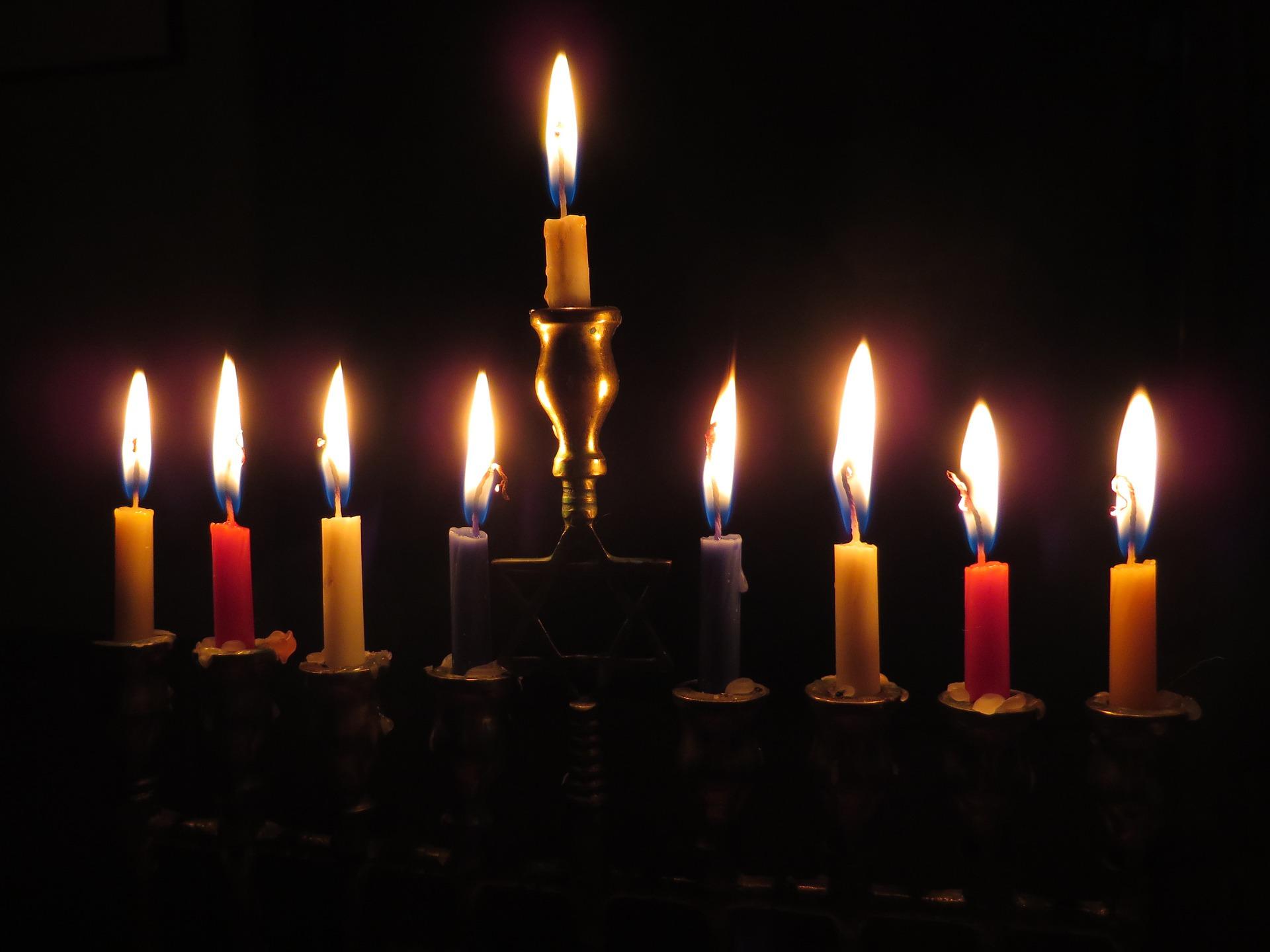 christmas and hanukkah coinciding in 2016