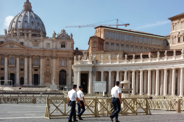 Vatican security © Wikimedia commons / Di Gugganij
