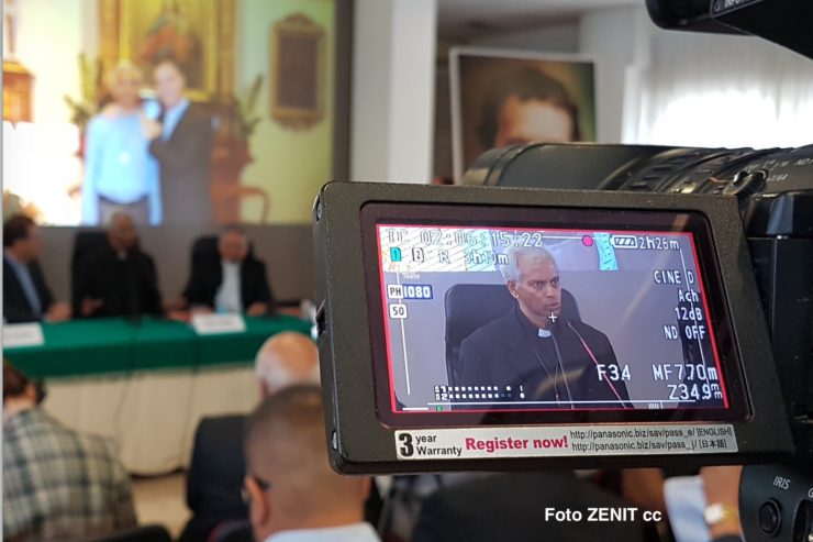 Fr. Thomas Press Conference (FENZENIT Cc)