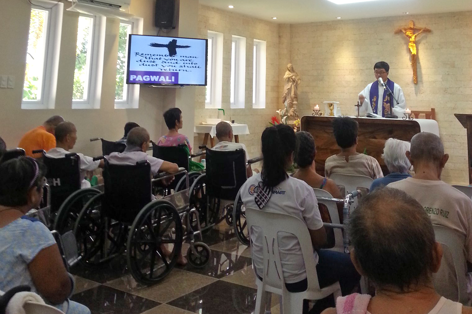 Don't Discard the Elderly, says Bishop in Philippines